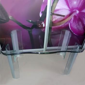 Журнальный столик со стеклянными ножками